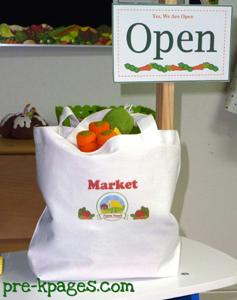grocery store dramatic play shopping bag