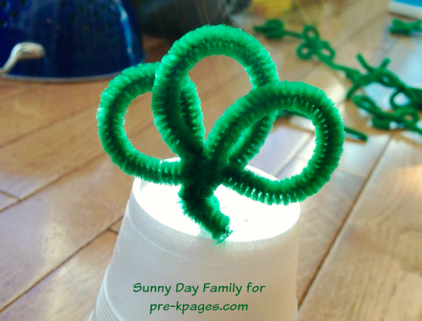 Pipe Cleaner Shamrocks for Fine Motor Skills in Preschool